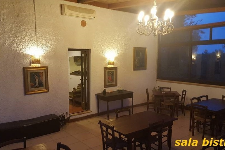 CasaleLeonardo  Veranda bistrot night - copia.jpg