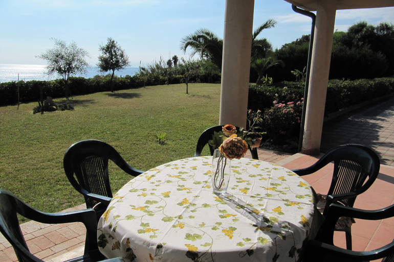 JAPIGIUM CAPO PICCOLO HOLIDAY HOME  Veranda1.jpg